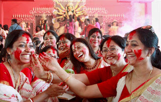 women-participate-in-sindur-khela-playing-with-vermilion-powder-at-a-community-puja-pandal-14125866004207